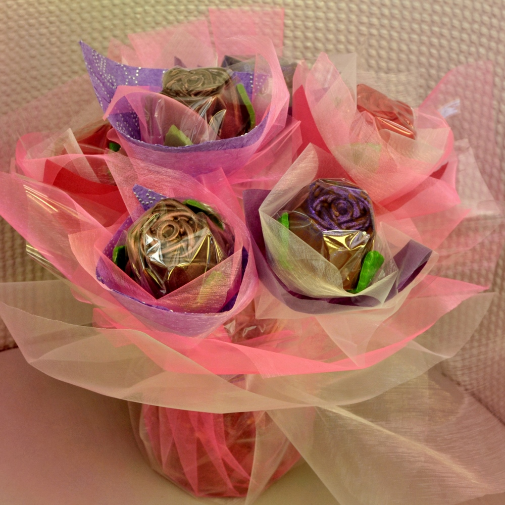 Chocolate rose bouquet gift ideas mygiftgenie izmirmasajfo