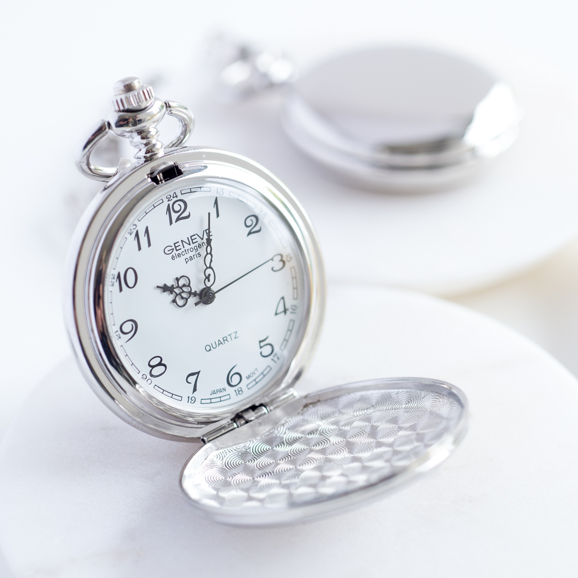 Personalised Pocket Watch | Gifts for men | MyGiftGenie